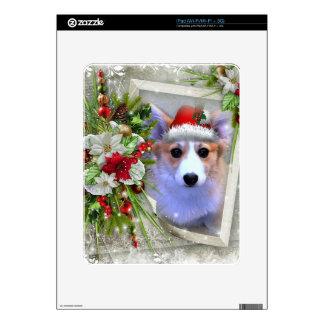 Perrito del Corgi del navidad en el marco blanco iPad Skin