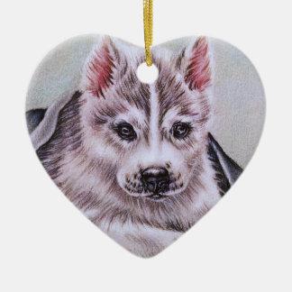 Perrito del husky siberiano con el dibujo adorno navideño de cerámica en forma de corazón
