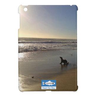 Perrito del león marino en la playa de estado de L