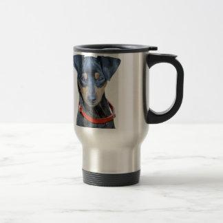 Perrito del negro del Pinscher miniatura Taza De Viaje De Acero Inoxidable