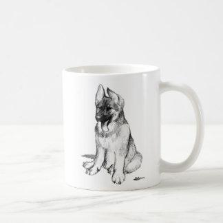 Perrito del pastor alemán taza básica blanca