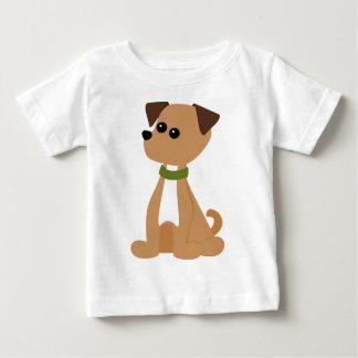 Perrito del perrito en verde tshirts