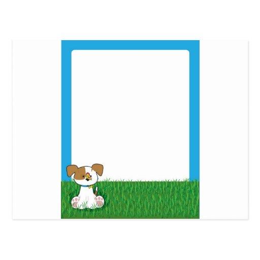 Perrito en hierba postales