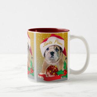 Perrito inglés del dogo en tazas del gorra de Sant