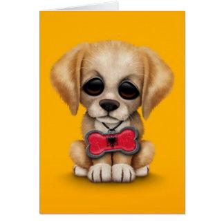 Perrito lindo con la etiqueta albanesa del mascota tarjeta de felicitación