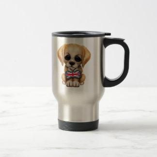 Perrito lindo con la etiqueta británica del mascot tazas
