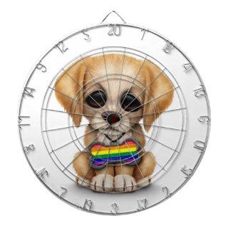 Perrito lindo con la etiqueta de la bandera del or tablero dardos
