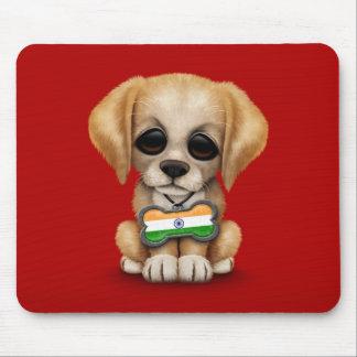 Perrito lindo con la placa de identificación india alfombrillas de raton