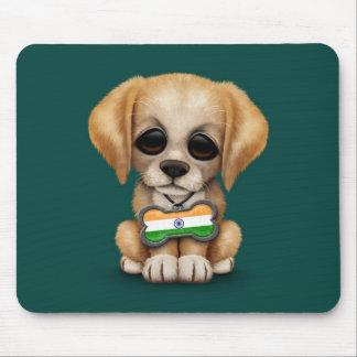 Perrito lindo con la placa de identificación india tapete de raton
