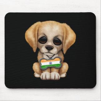 Perrito lindo con la placa de identificación india alfombrillas de ratón
