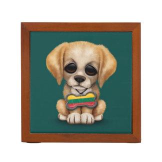 Perrito lindo con la placa de identificación litua