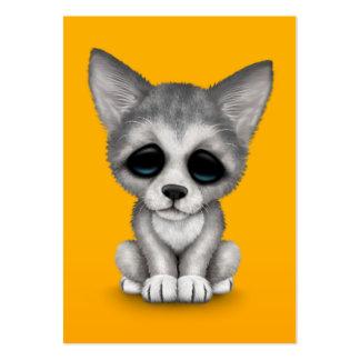 Perrito lindo de Cub de lobo gris en amarillo Tarjetas De Negocios
