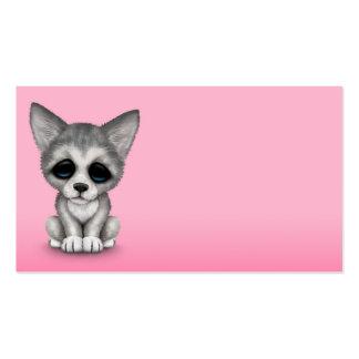 Perrito lindo de Cub de lobo gris en rosa Tarjetas De Visita