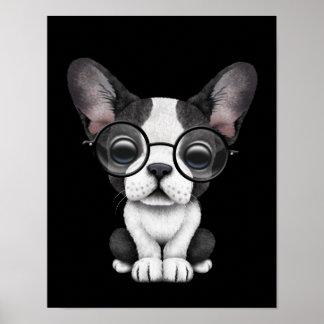 Perrito lindo del dogo francés con los vidrios, ne impresiones