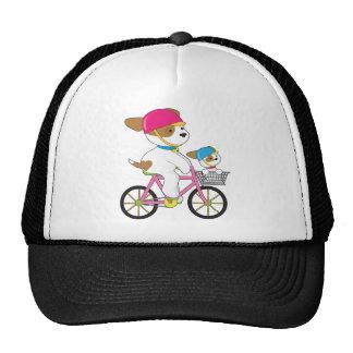 Perrito lindo en la bici gorras de camionero