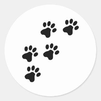 perrito lindo negro de las patas del perro pegatina redonda