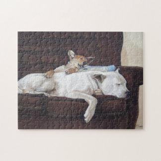 Perrito mezclado lindo de la raza y arte blanco el puzzle con fotos