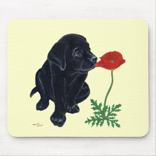 Perrito negro de Labrador Alfombrilla De Ratón