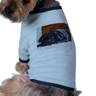 Perrito negro del barro amasado camisetas de perrito