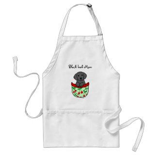 Perrito negro del laboratorio en el bolsillo delantal