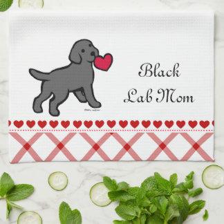 Perrito negro del laboratorio y corazón rojo toallas