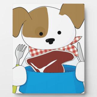 Perrito que come el filete placas con fotos
