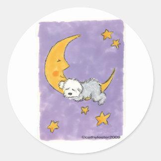 Perrito que duerme en la luna pegatina redonda