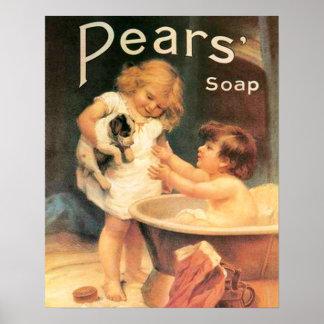 Perrito que toma un baño póster