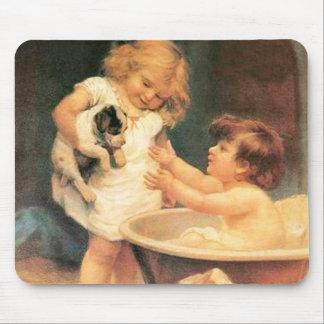 Perrito que toma un baño tapete de ratón