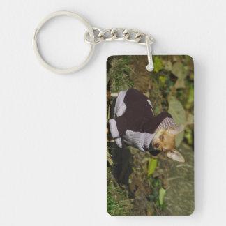 Perrito vestido elegante de la chihuahua llavero rectangular acrílico a doble cara