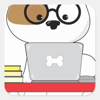 Perrito y ordenador portátil lindos pegatina cuadrada