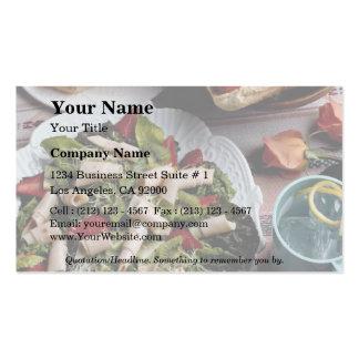 Perritos calientes, bocadillo de pavo y ensalada d tarjetas de visita