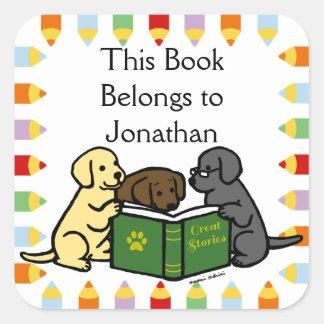 Perritos de Labrador que leen el dibujo animado Pegatina Cuadrada