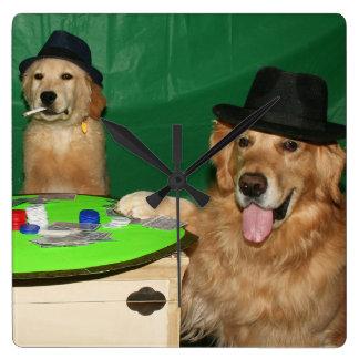 Perritos del póker del golden retriever reloj cuadrado
