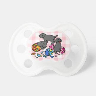 Perritos negros del laboratorio de los huevos chupetes para bebes