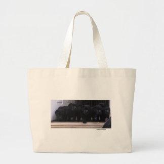Perritos negros del labrador retriever - la bolsa