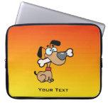 Perro amarillo-naranja del dibujo animado fundas computadoras