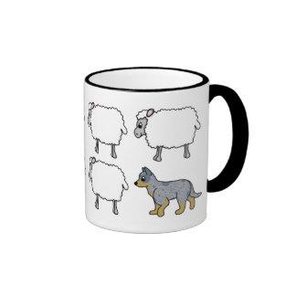 Perro australiano del ganado que reúne la taza de