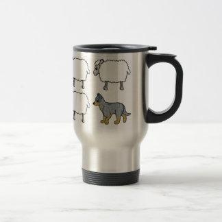 Perro australiano del ganado que reúne la taza del