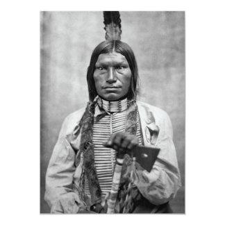 Perro bajo - foto del vintage del nativo americano comunicado