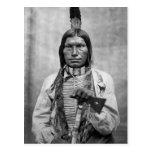 Perro bajo - foto del vintage del nativo americano postal