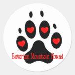 Perro bávaro de la montaña etiqueta redonda