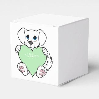 Perro blanco del el día de San Valentín con el Caja Para Regalos