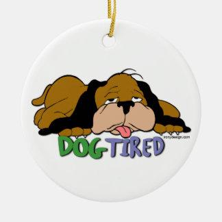 Perro cansado ornamentos de navidad