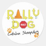 Perro catalán de la reunión del perro pastor etiquetas redondas