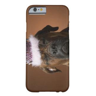 Perro con la corona del cumpleaños en la cabeza funda para iPhone 6 barely there