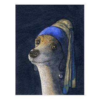 Perro con un pendiente de la perla postal