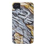 Perro crudo de la cueva (expresionismo crudo) Case-Mate iPhone 4 protectores