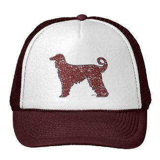 Perro de afgano con el gorra rojo de los corazones