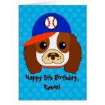 Perro de aguas arrogante con la gorra de béisbol felicitación